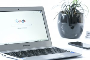 Internet search on Google from a laptop